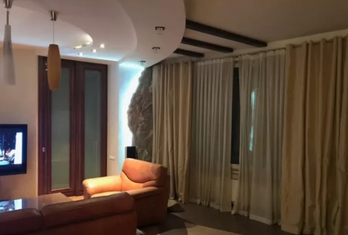 3 комнатная квартира с ремонтом в ЖК Белый Парус