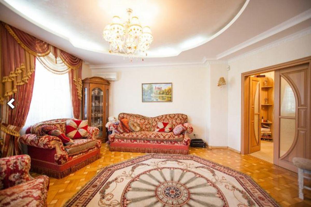3 комнатная квартира в центре на ул. Софиевской