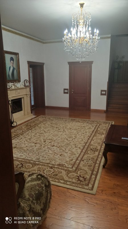 5 комнатная квартира на Успенской у парка Шевченко.