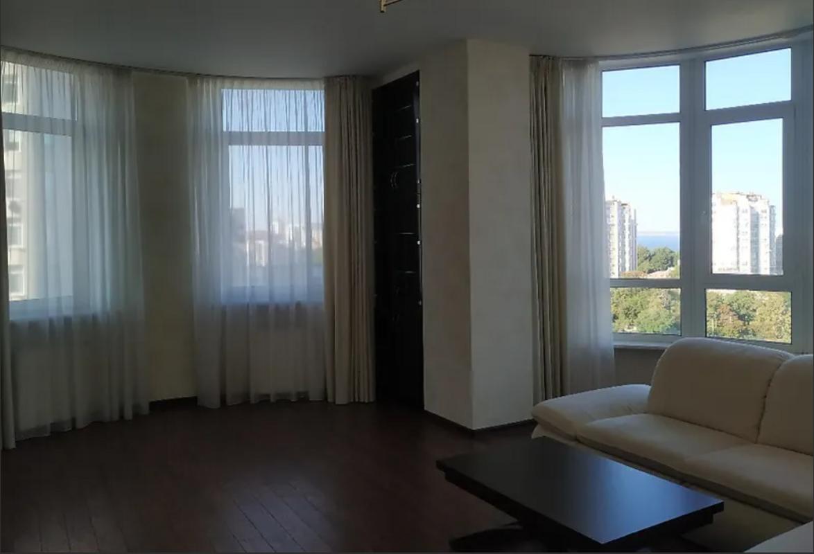 3-комнатная квартира на Французском бульваре