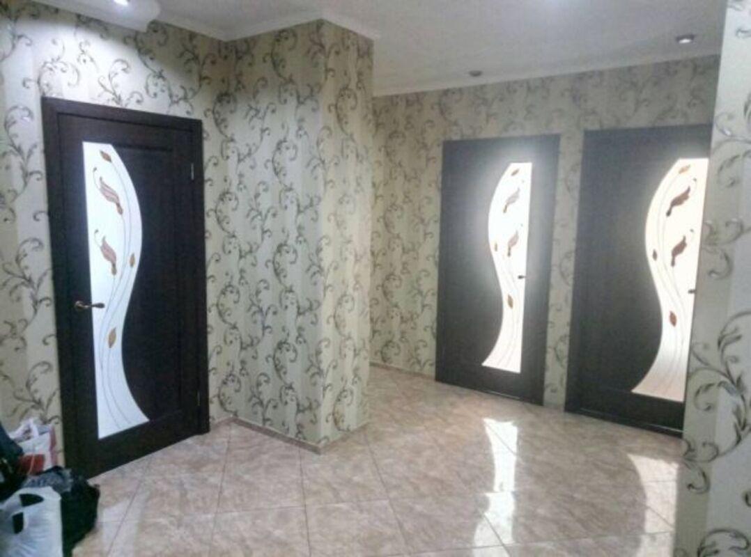 3-комнатная квартира с ремонтом в заселенном доме от Стикона на Глушко