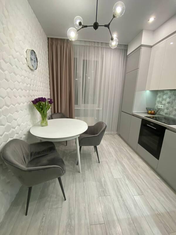2 комнатная квартира с ремонтом в 41 Жемчужине