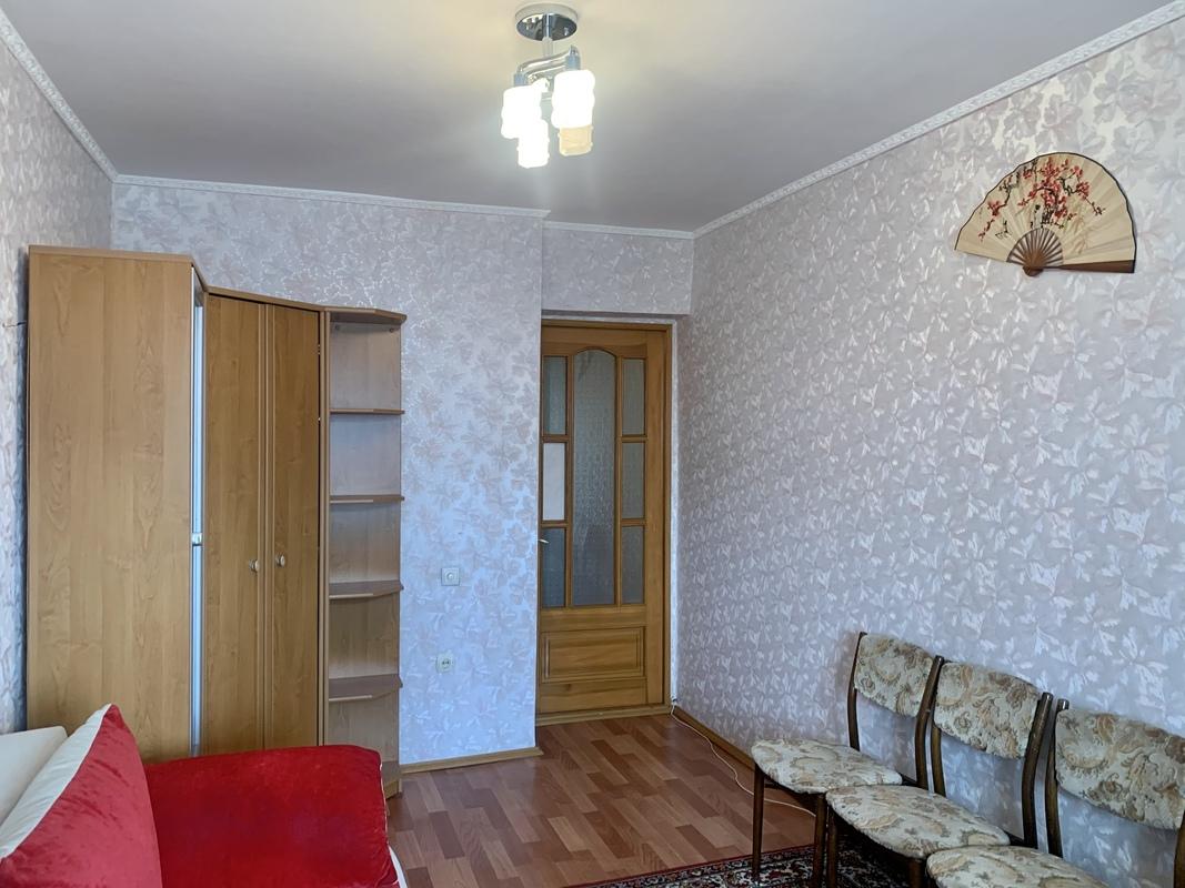 3 комнатная квартира на проспекте Небесной Сотни