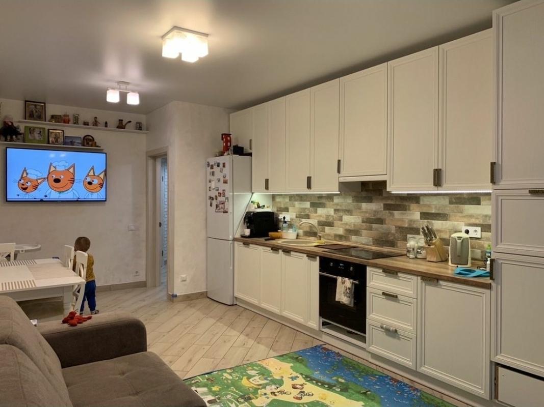 2 комнатная квартира с ремонтом в Червоном Хуторе