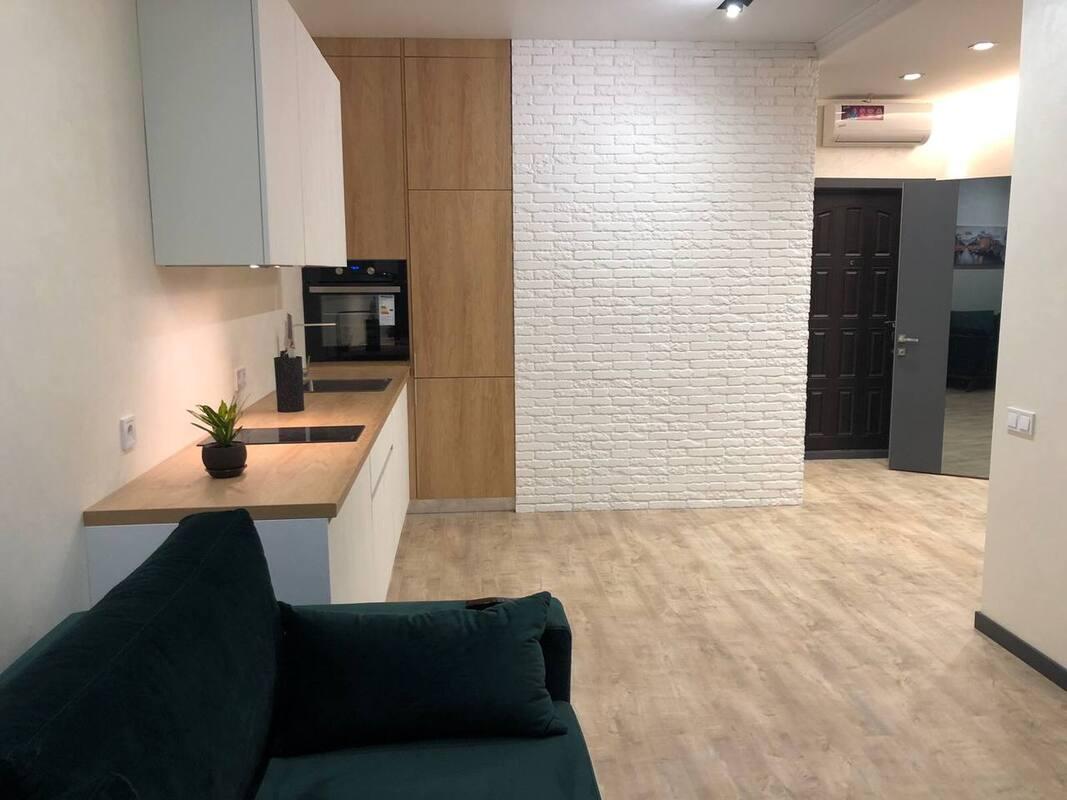 1 комнатная квартира с ремонтом в 45 Жемчужине