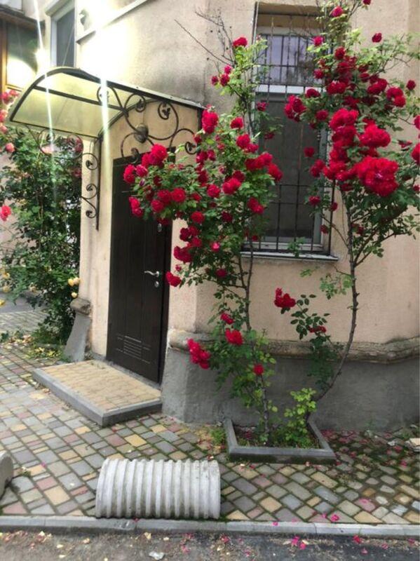 Фасадная квартира на Французском бульваре