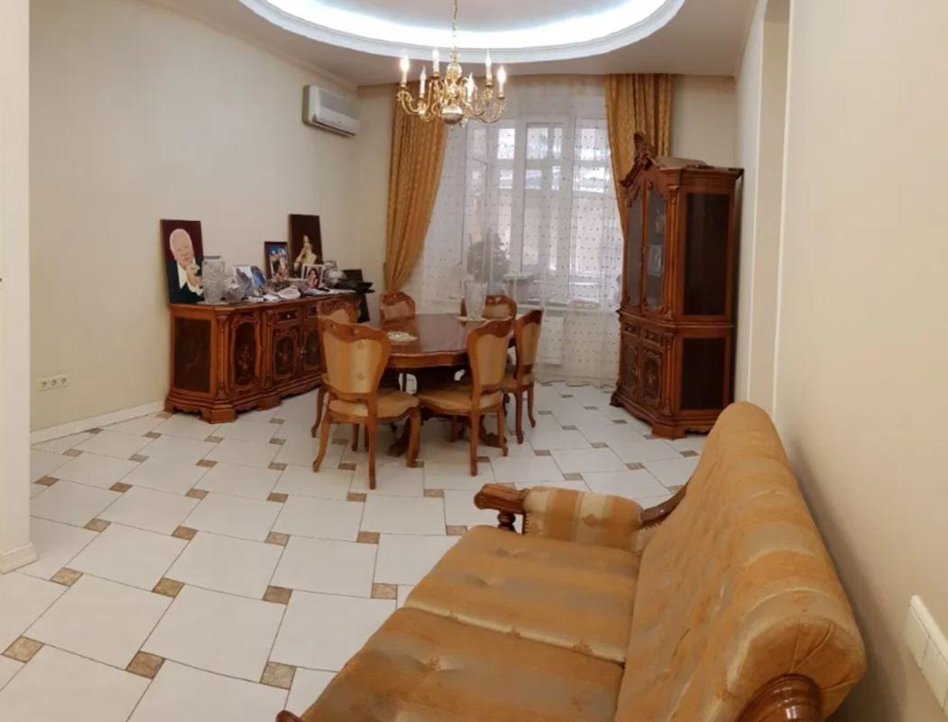 4 комнатная квартира на Екатерининской площади
