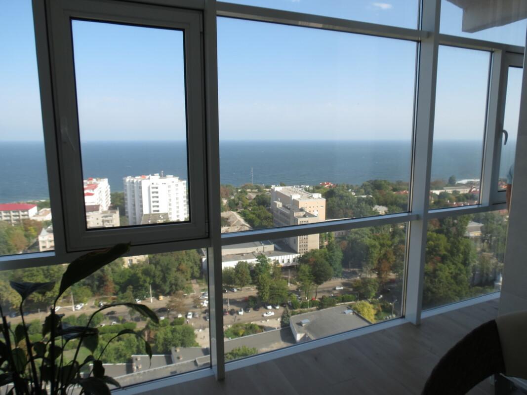 Двухуровневый пентхаус с панорамным видом на море