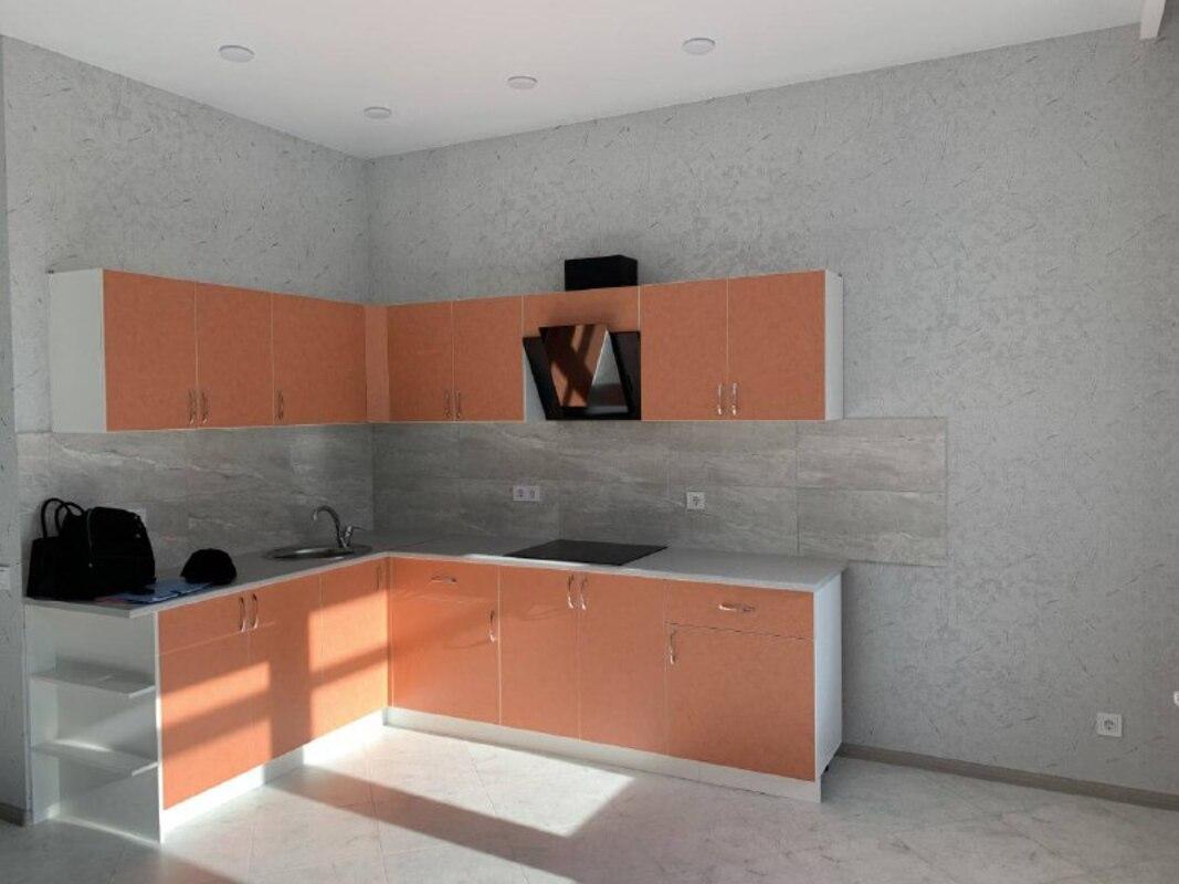 3 комнатная квартира с ремонтом по улице Пишоновской