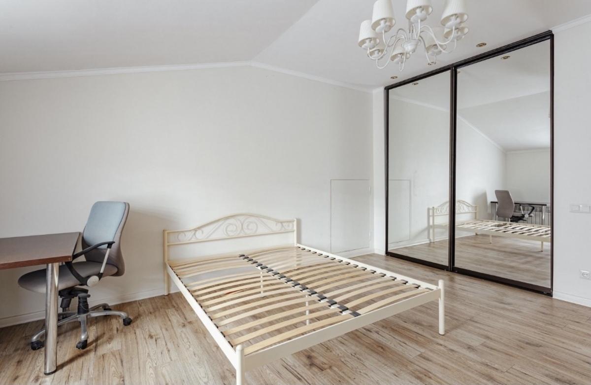5-комнатная квартира на Базарной ул.
