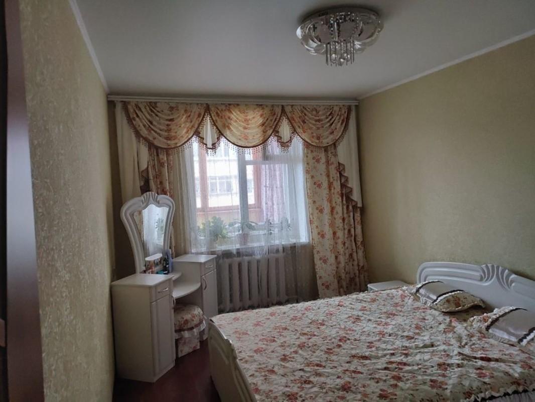 4 комнатная квартира с ремонтом на Королева