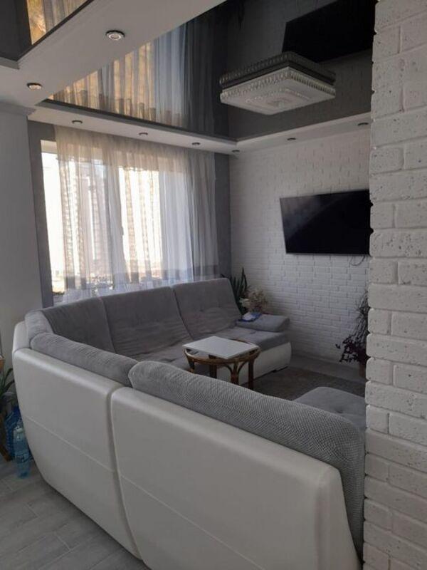 2 комнатная квартира с ремонтом в ЖК Маршал Сити