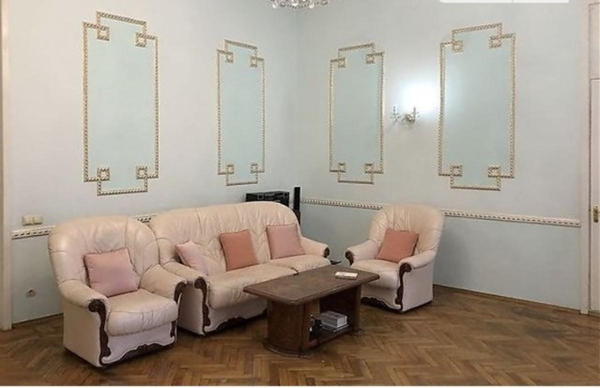 4-комнатная квартира в центре на Троицкой