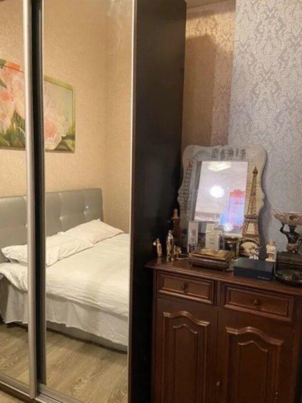2 комнатная квартира в центре на Военном спуске