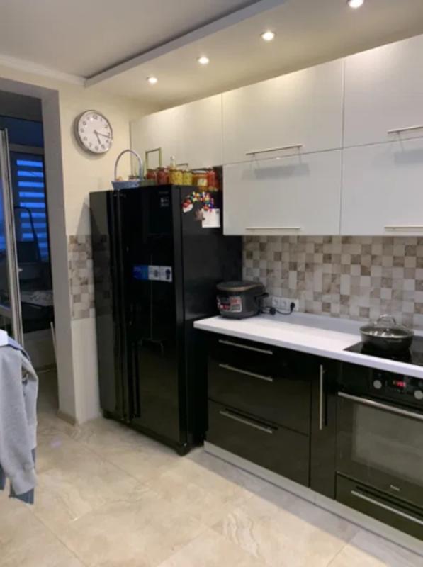 3-комнатная квартира с ремонтом на Бреуса