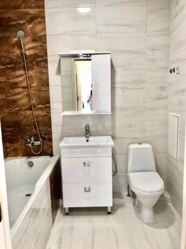 1 комнатная квартира с дизайнерским ремонтом на Толбухина