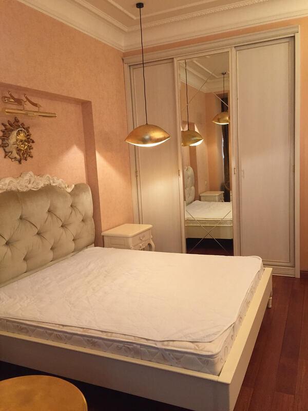 Квартира 105 м2 в малоквартирном доме на ул.Азарова, Французский бульвар