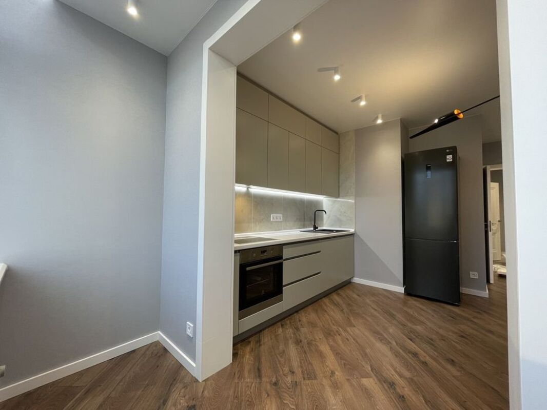 2 комнатная квартира с ремонтом в 56 Жемчужине