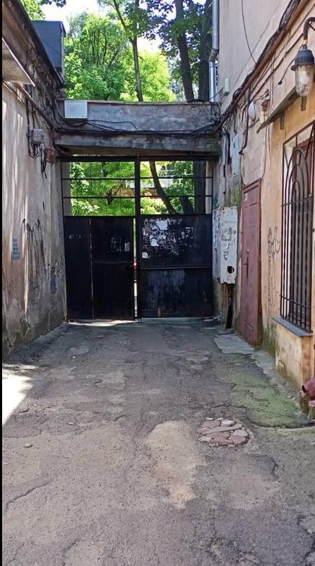 8-комнатная квартира в центре города