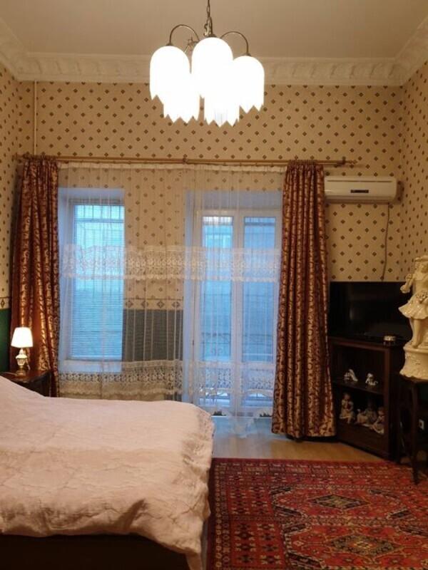 4-комнатная квартира на Дерибасовской