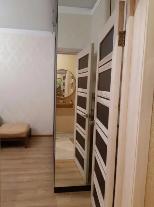 1 комнатная квартира на Среднефонтаской