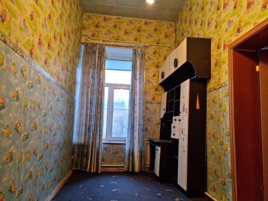 4 комнатная квартира в малоквартирном доме на Канатной