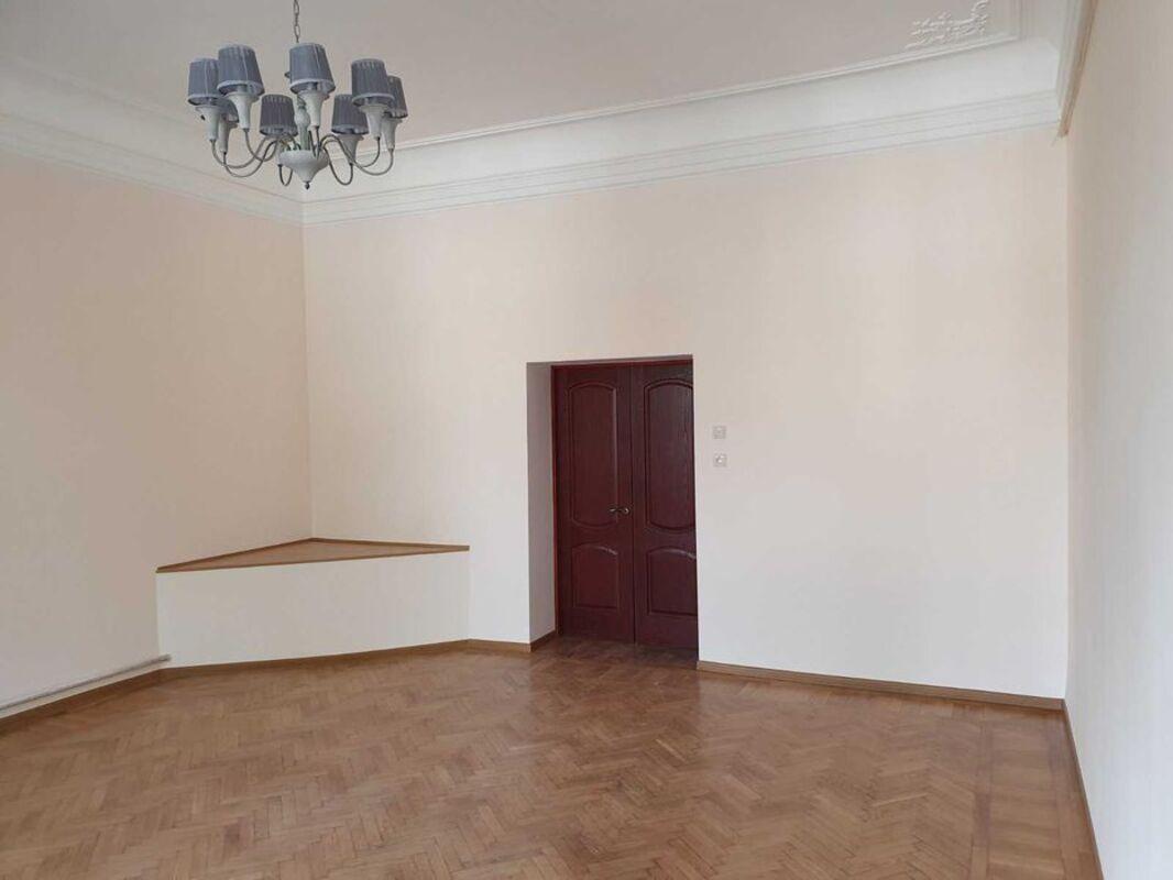 2 комнатная квартира в центре по улице Базарной