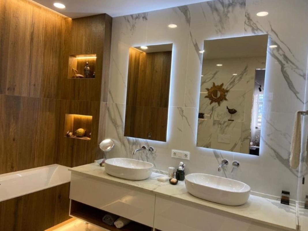 4 комнатная квартира с ремонтом на Гагаринском Плато