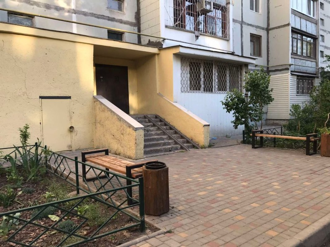 2 комнатная квартира на Бреуса
