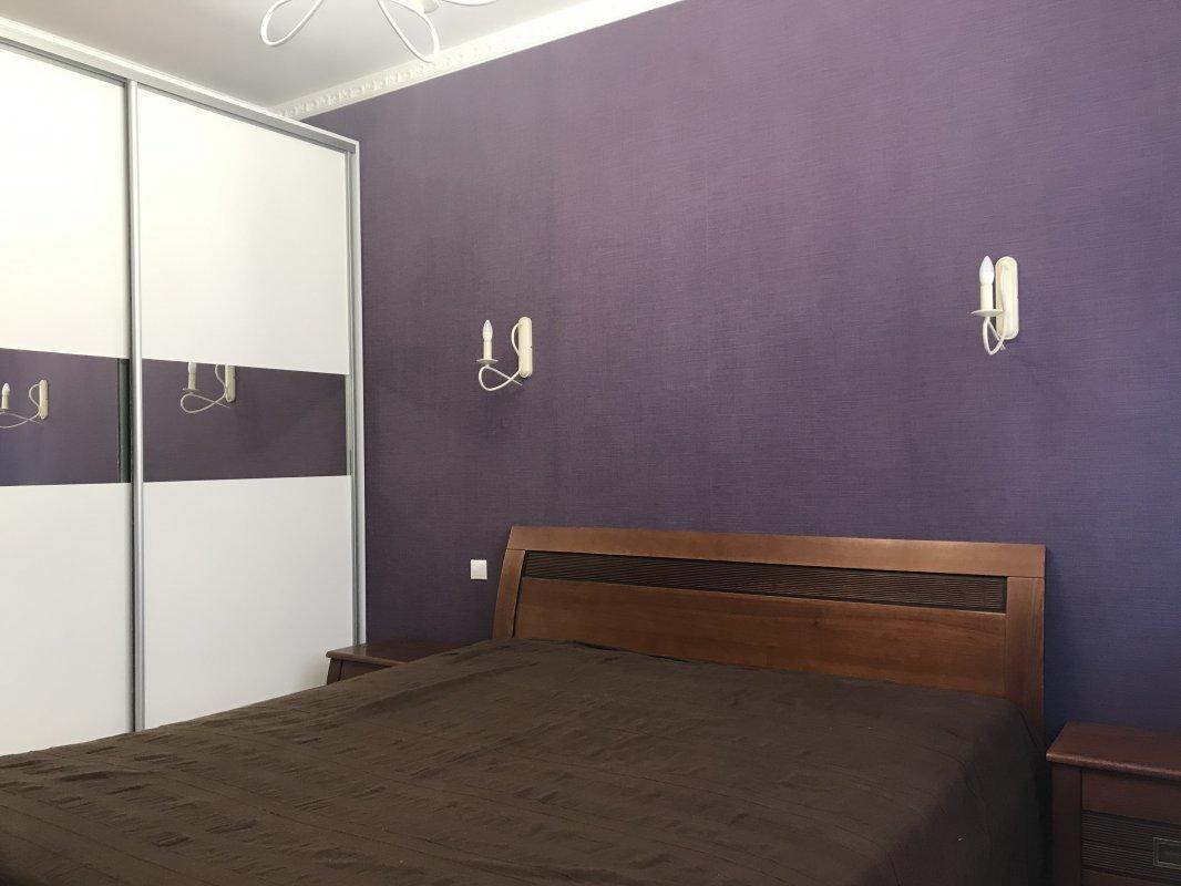 3 комнатная квартира с ремонтом на улице Макаренко
