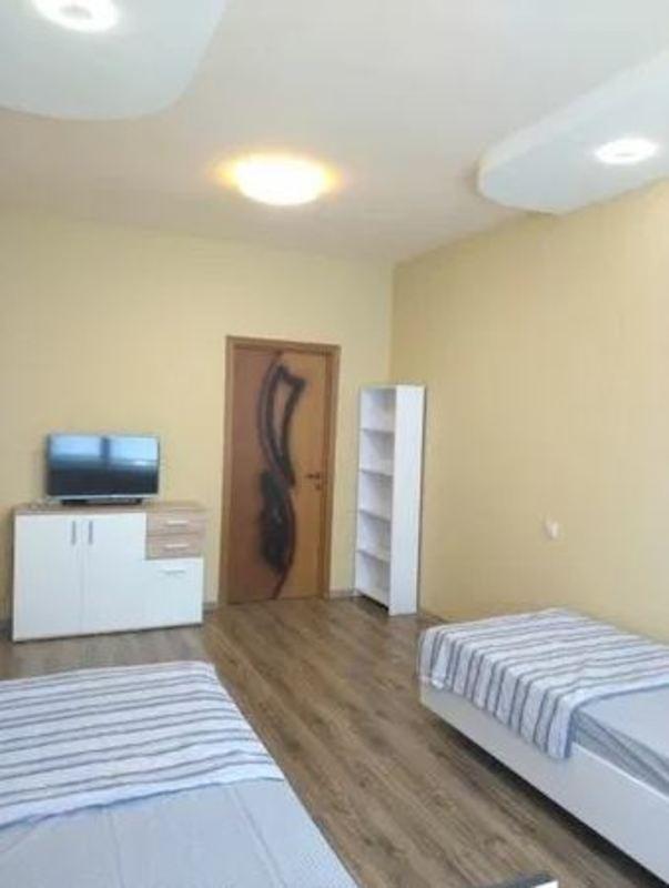 2 комнатная квартира с ремонтом на 8 станции Фонтана