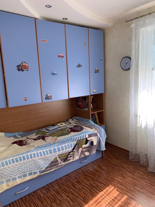 3 комнатная квартира с ремонтом на Рекордной