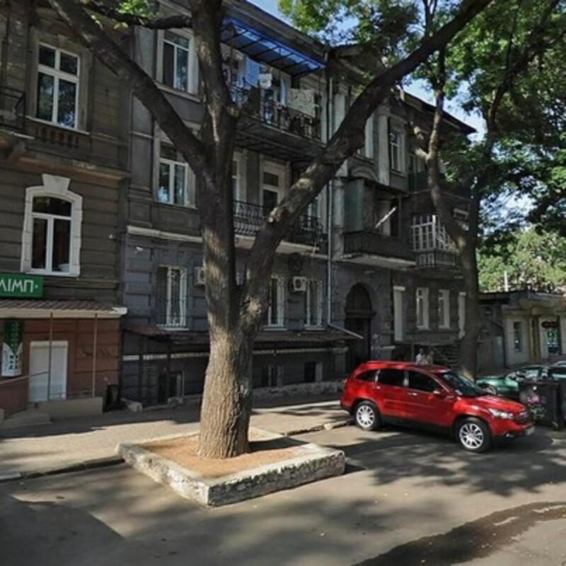Квартира возле парка Шевченко с ремонтом и тремя спальнями