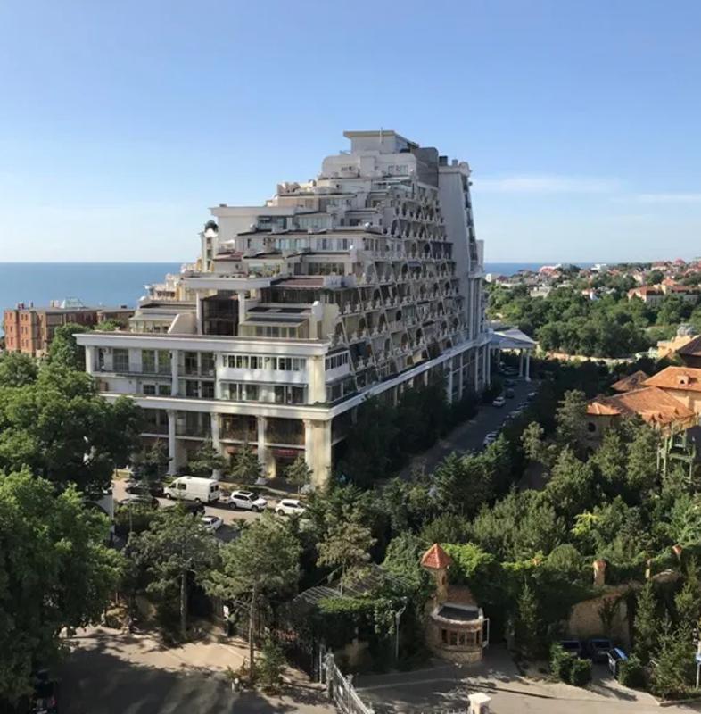 Квартира свободной планировки с видом на Аркадийский Дворец