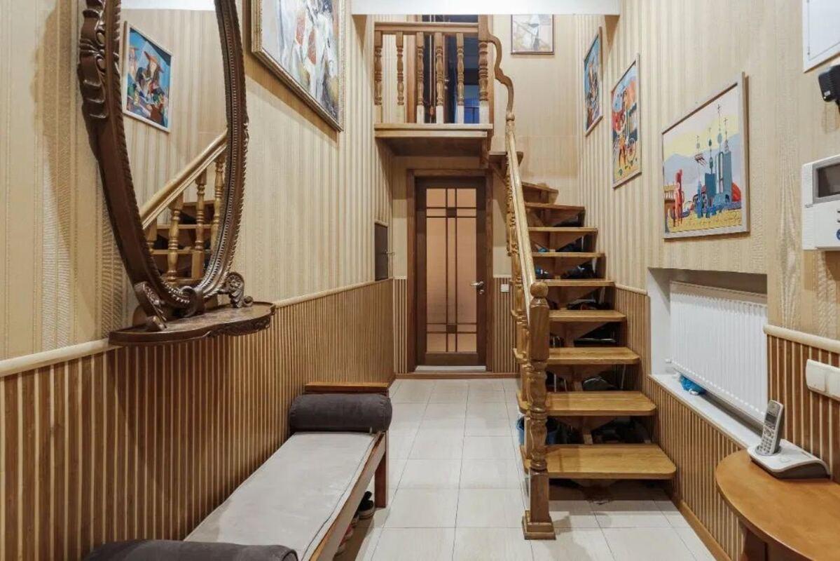 Двухуровневая квартира в центре по улице Пастера