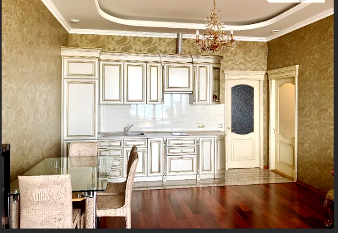 2-комнатная квартира в Аркадийском дворце с террасой и видом на море