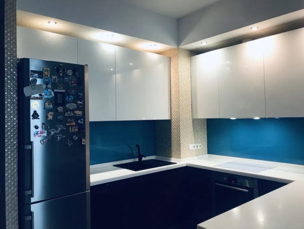 3-комнатная квартира-студия на Маршала Жукова