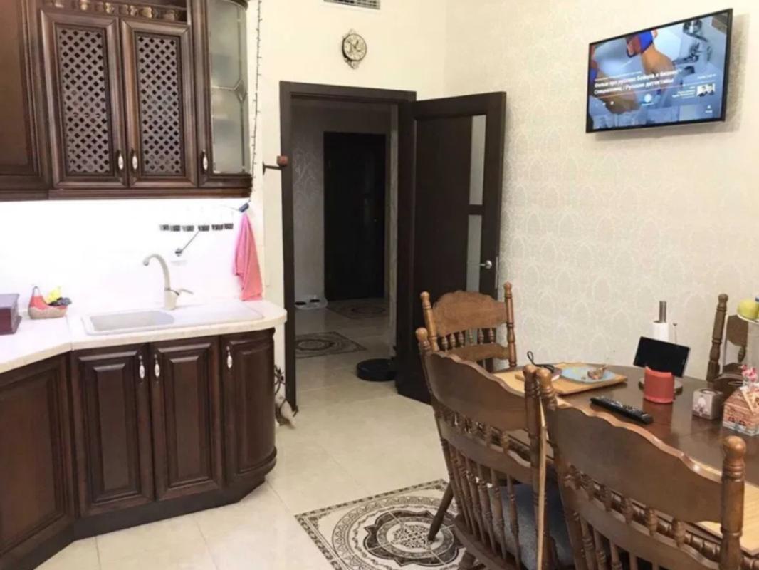 2 комнатная квартира с ремонтом в 11 Жемчужине