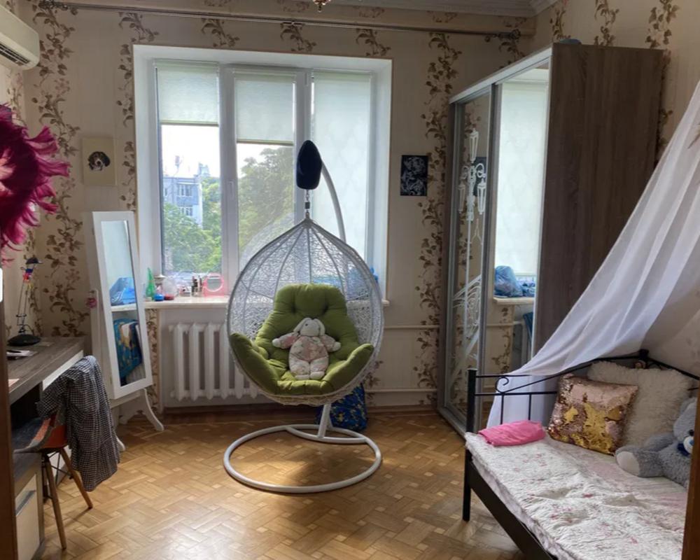 Трехкомнатная квартира в центре Одессы на улице Ришельевская