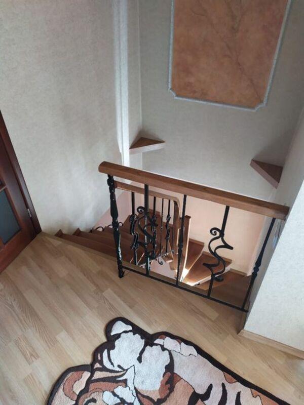 3-комнатная двухуровневая квартира в сталинке в центре города