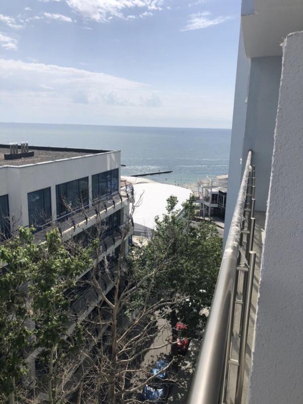 Видовая квартира с ремонтом и мебелью в ЖК Миконос