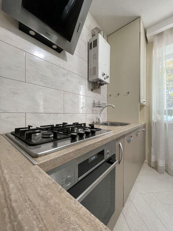 3-комнатная квартира возле парка Горького