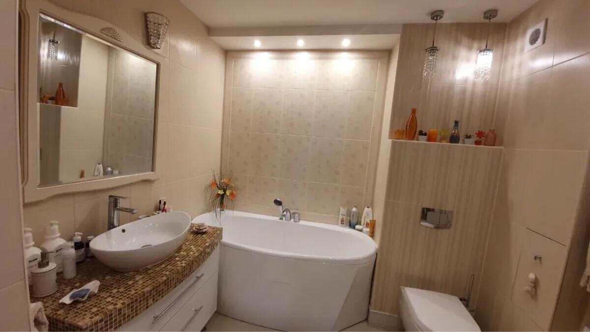 4 комнатная квартира с ремонтом на Таирово