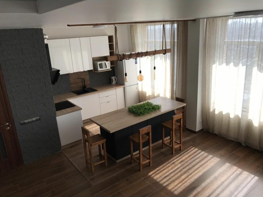 2 уровневая квартира в центре на Средней