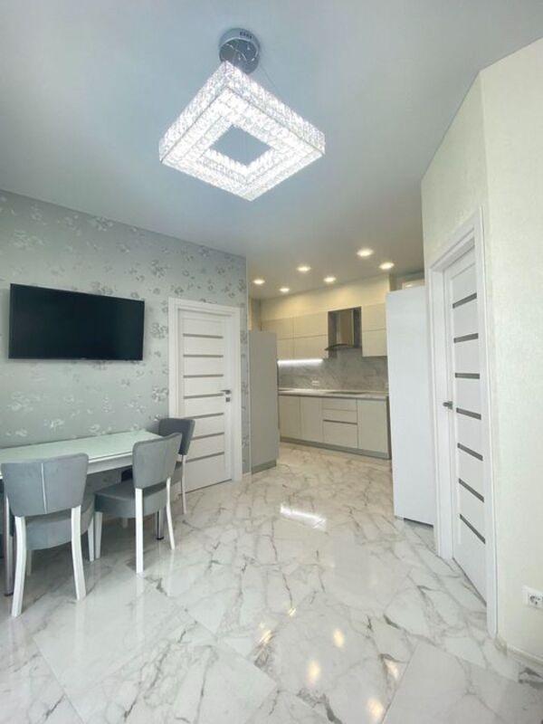 2-комнатная квартира с кухней-студией и ремонтом в 32 Жемчужине