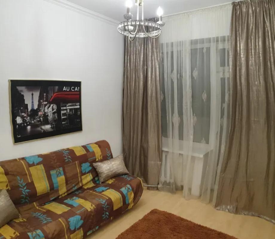 2 комнатная квартира с ремонтом на Тополева