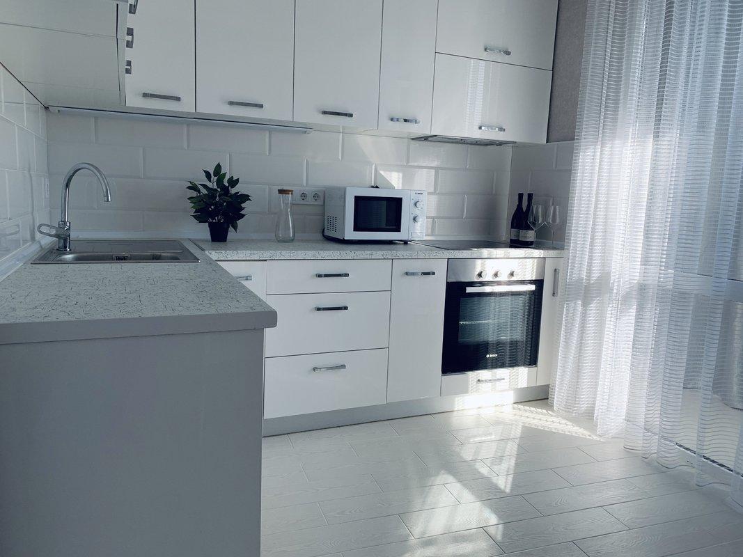 1 комнатная квартира с ремонтом в 26 Жемчужине