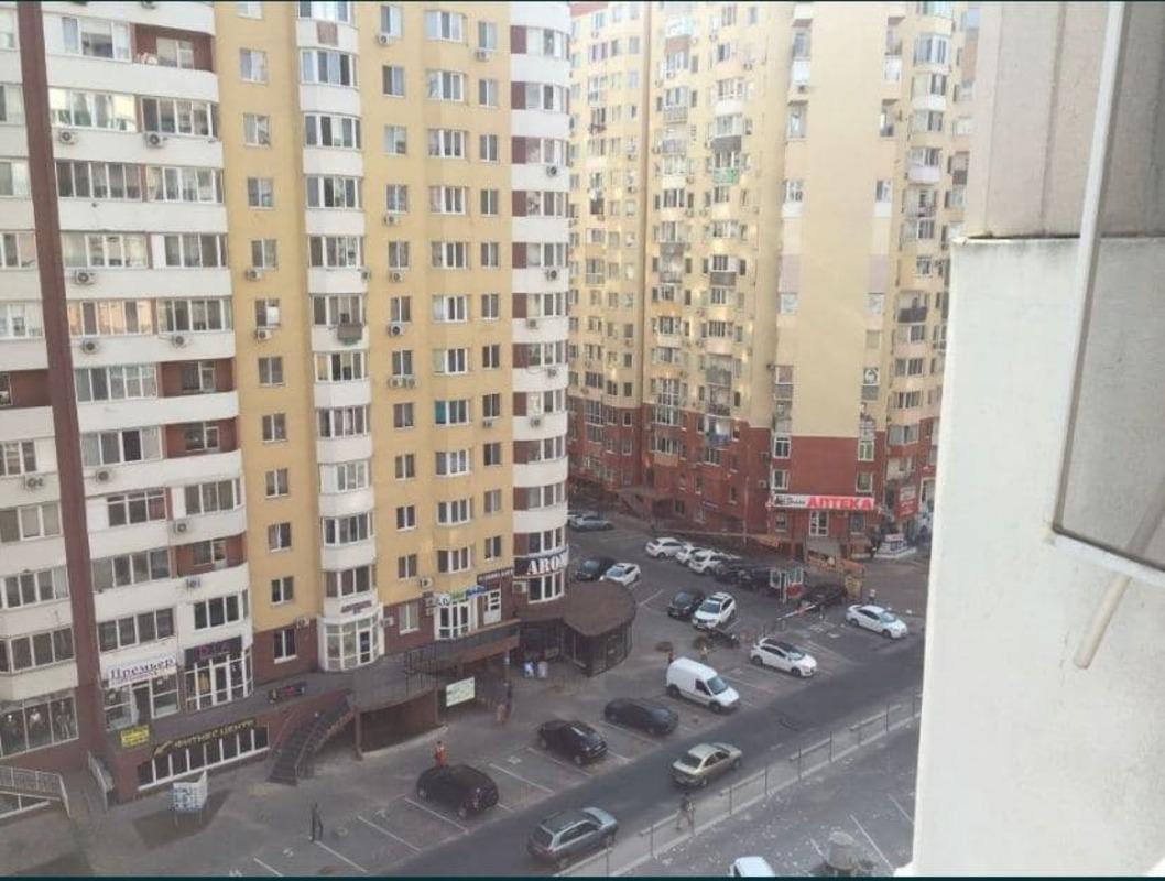 1 комнатная квартира с ремонтом в ЖМ Радужный