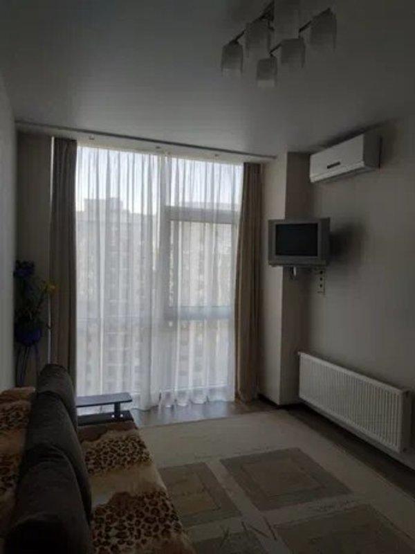 1 комнатная квартира с ремонтом в 3 Жемчужине