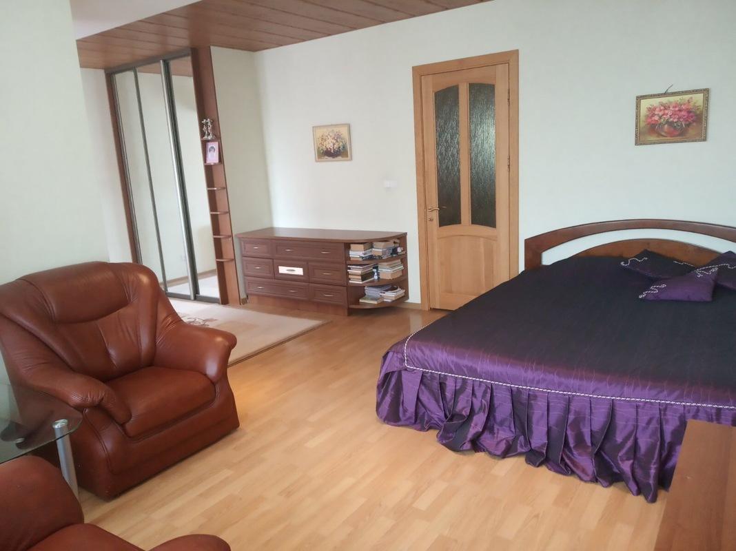 4 комнатная квартира Малиновского/пер.Хвойный